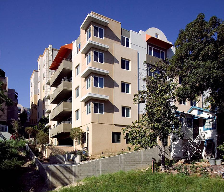 Family Apartment: Coronita Family Apartments